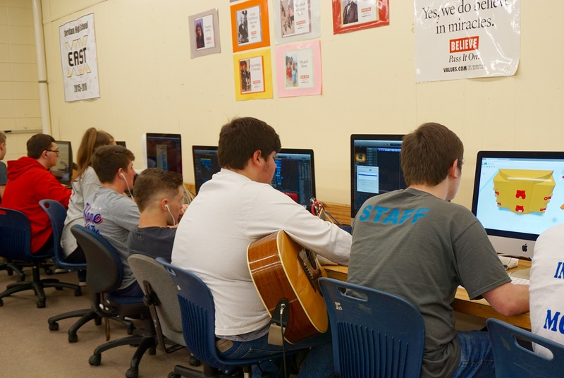 Students are Enjoying their New iMac Desktops and 3D Printers at SHS
